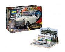 "Revell 30 Jarig ""Val van de Berlijnse Muur"" Anniversary Set Trabant + Diorama            07619"
