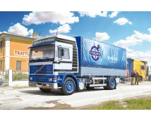 Italeri 1:24 Volvo F16 Globetrotter Canvas with elevator     ITA3945